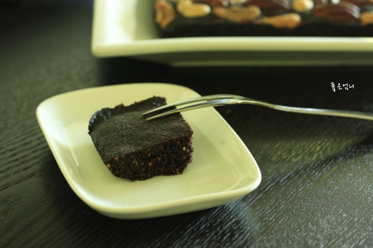 뭔가 조금 있어보이는, 아주 평범한 케이크