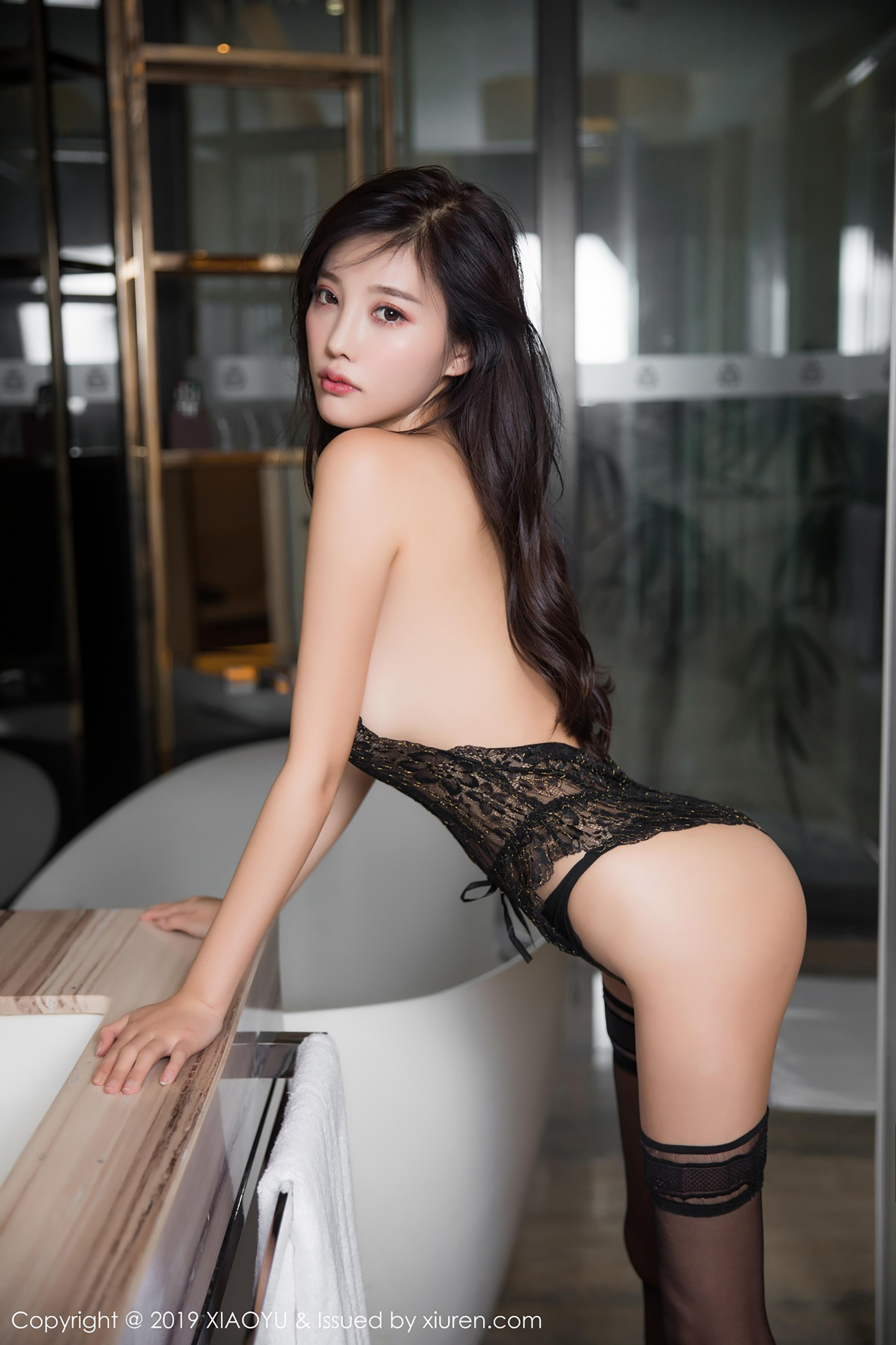 hot Chinese glamour in sexy lingerie