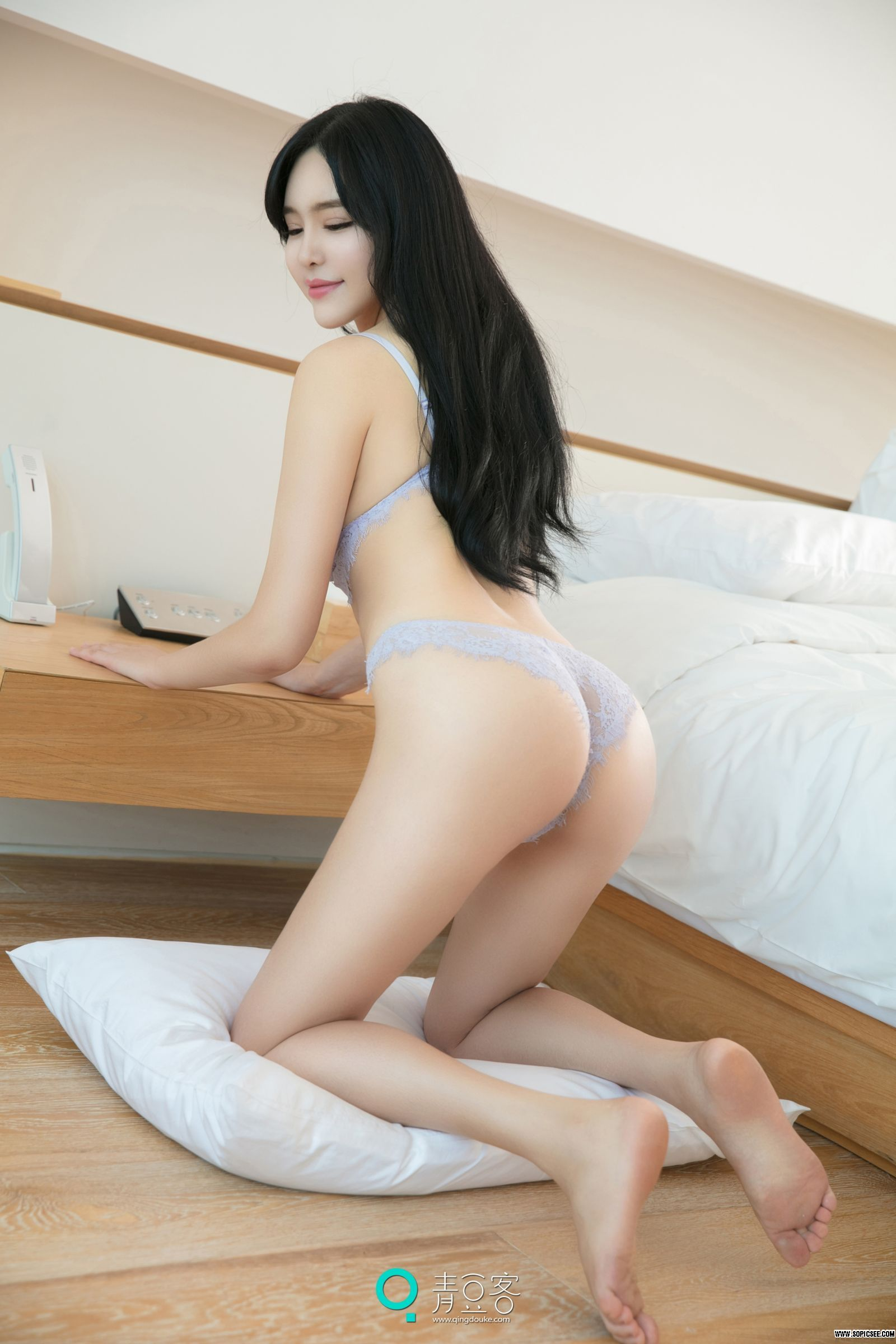 hot lingerie Chinese glamour back